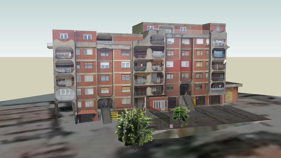 Stambena zgrada iznad glavne ulice