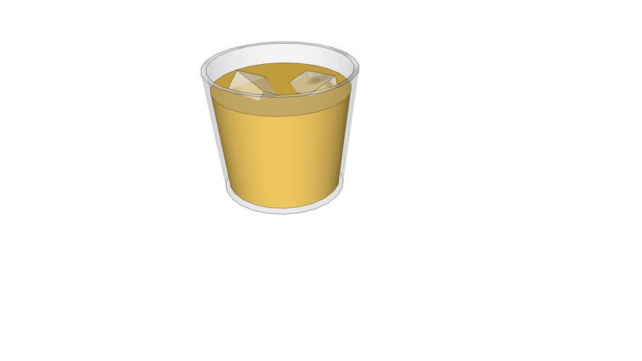 vaso de zumo con hielo