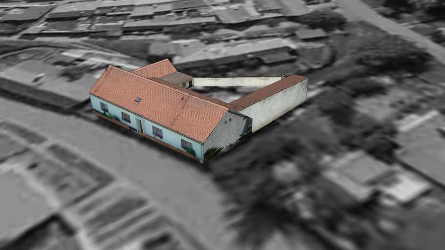 Dukovany  - domy u cesty směrem k ubytovnám
