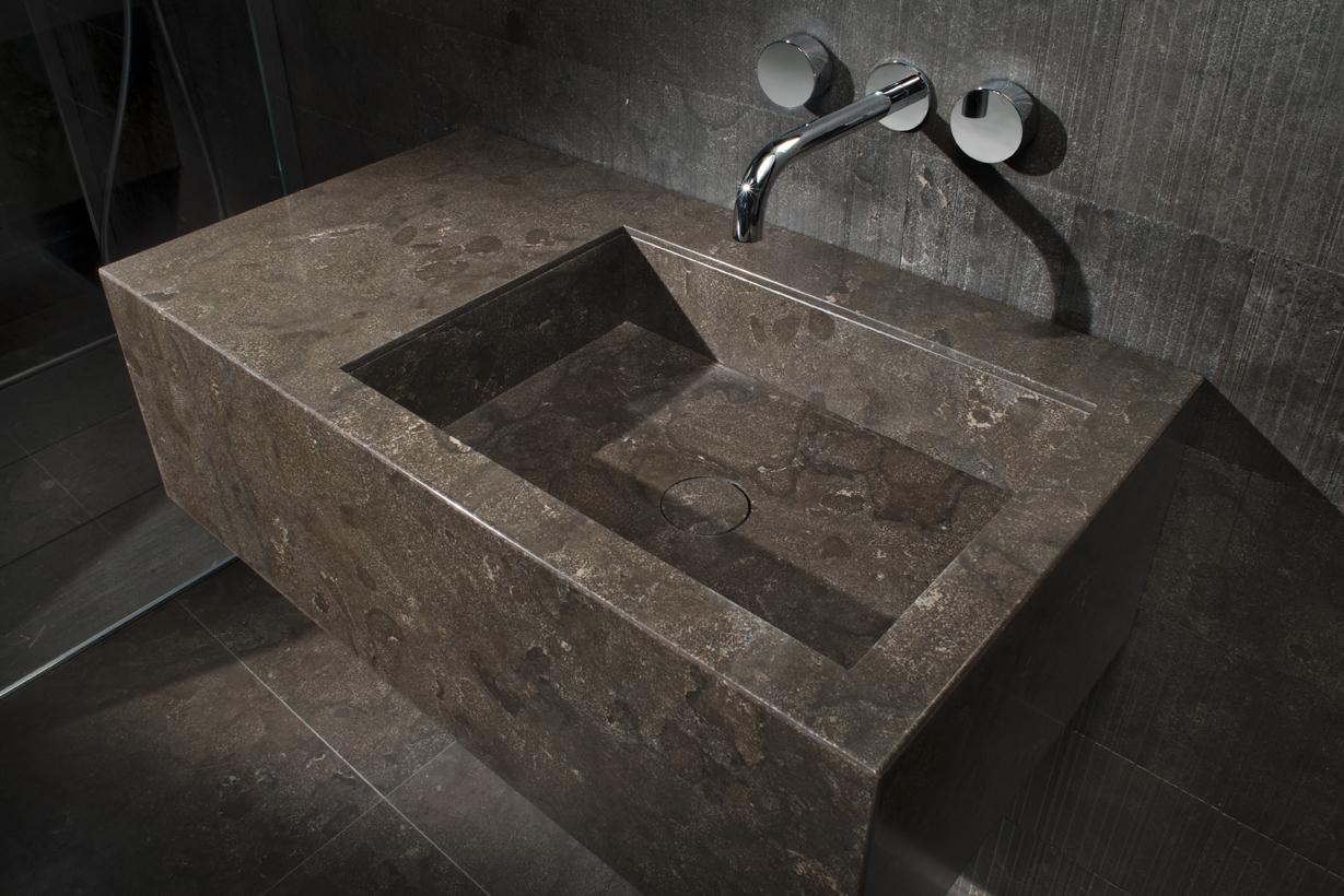 Wall-mounted basins