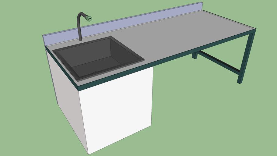 Paillasse de laboratoire avec robinet et multiprise intégrée