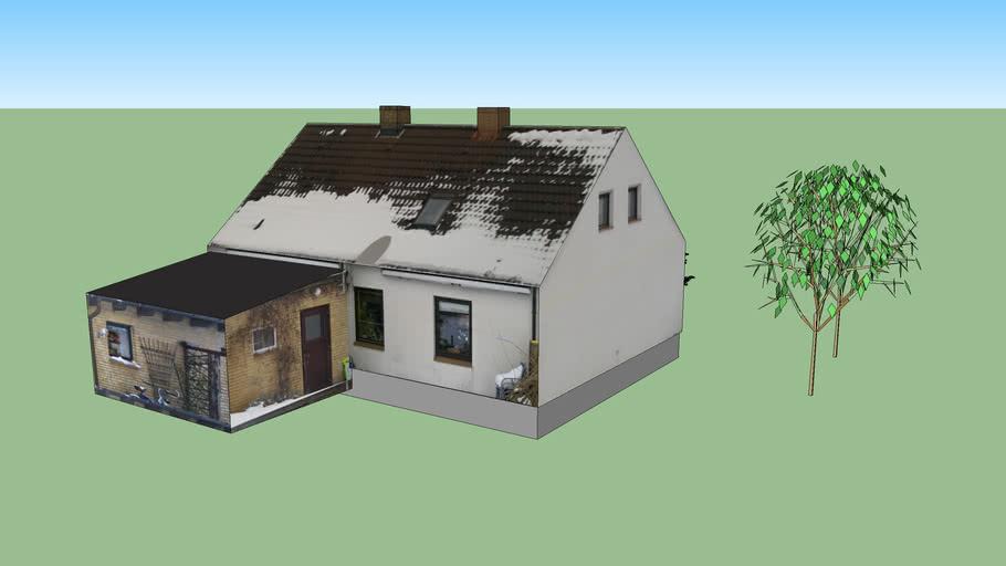 Kleines über 100 Jahre altes Häuschen
