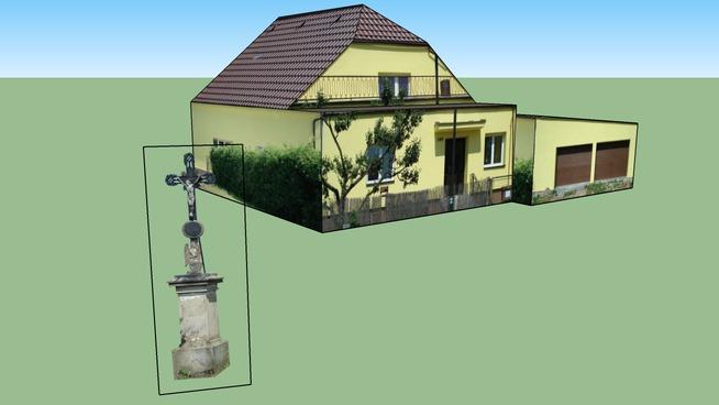 Dukovany - kříž a dům na cestě k elektrárně